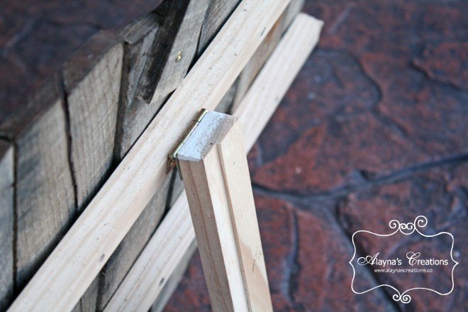 Tutorial for Pallet Pumpkins detail photo of stand on back
