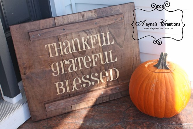 Thankful Wooden Sign Rustic and easy to assemble sign for Thanksgiving and Halloween
