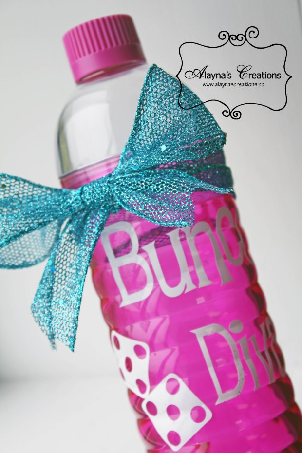 Christmas Gift Idea using vinyl lettering and an inexpensive water bottle or cup Bunco Diva for Bunco Christmas party