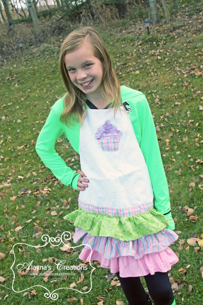 Cupcake Ruffled Apron party favor for Cupcake Wars Birthday Party easy sewing tutorial