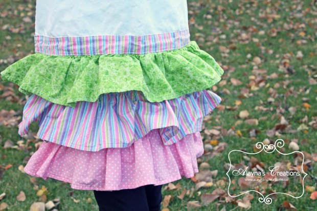 Ruffled Cupcake Apron detail photo of ruffles added to inexpensive craft store apron easy DIY sewing tutorial