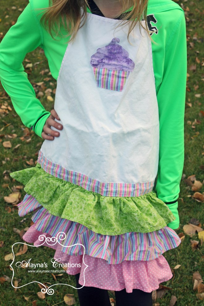 Ruffled Cupcake Apron for Cupcake Wars Birthday Party Easy sewing tutorial DIY