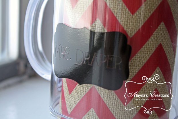 Embellished mason jar mug for teacher Christmas gift using vinyol and Silhouette machine